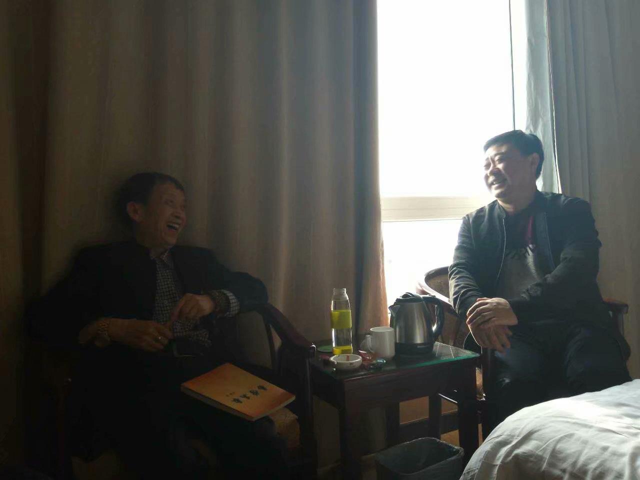 方夷老师和廖墨香老师在一起