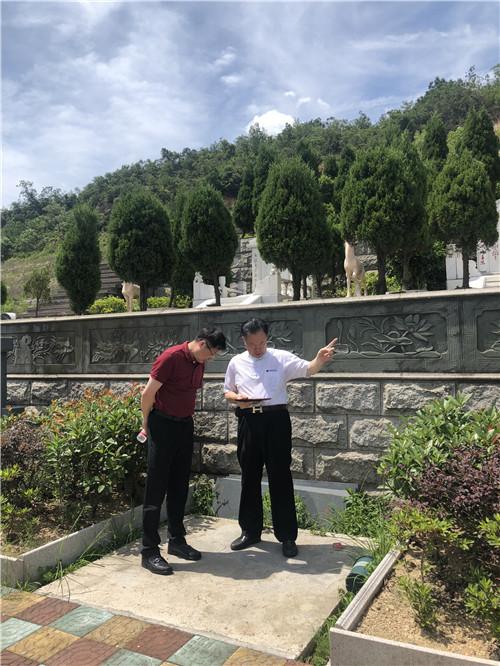 墓地风水师裴翁教授到浙江宁波市某墓园穴位鉴定