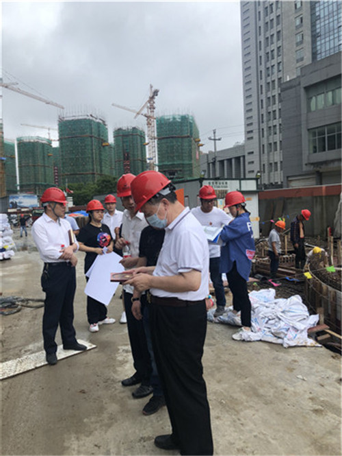 著名企业风水师裴翁为台州市天台县某房地产集团做风水策划。