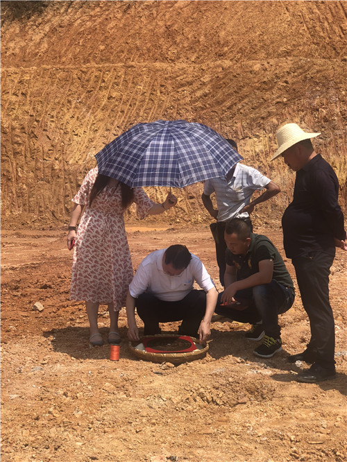易学风水大师裴翁老师在湖南湘潭建房子做风水布局。